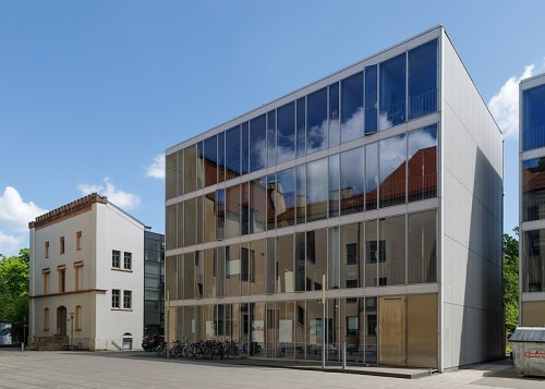 https://commons.wikimedia.org/wiki/File:Weimar_Germany_Bauhaus-University-10.jpg